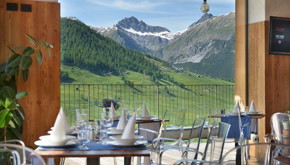 italien, livigno, snowboard reisen, skiurlaub, berlin bus, busreisen, gruppenreisen, skireisen, sporthotel, kinder ski, sportclub, skihütte, preiswert, alpen village, familienreisen