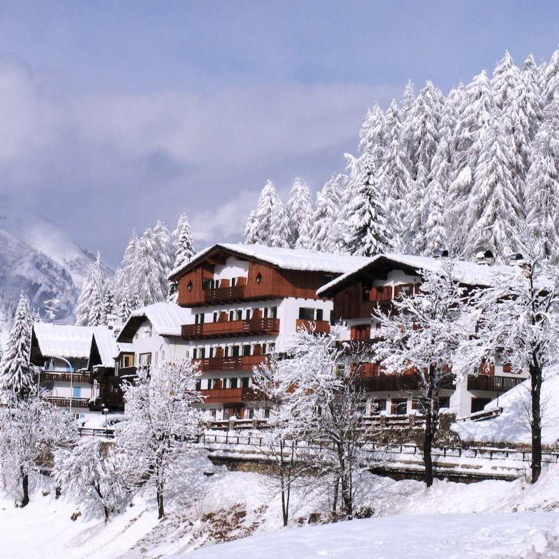 italien, dolomiten, cortina, snowboard reisen, skiurlaub, berlin bus, busreisen, gruppenreisen, skireisen, sporthotel, kinder ski, sportclub, skihütte, preiswert, alpes, familienreisen